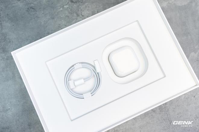 Trên tay iPad 8 tại VN: Chip A12 Bionic và sạc nhanh vớt vát thiết kế nhàm chán - Ảnh 7.