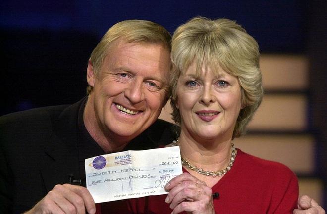 Người đầu tiên chiến thắng trong chương trình Ai là triệu phú ở Anh sau 20 năm có cuộc sống ra sao? - Ảnh 3.