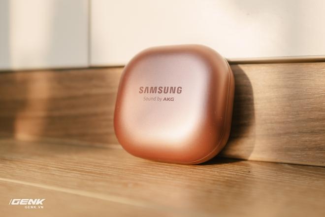 Đánh giá tai nghe hạt đậu Samsung Galaxy Buds Live: Sự thiếu hoàn hảo có cá tính - Ảnh 1.