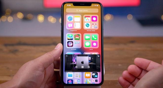 """Google lại """"cà khịa"""" Apple về tính năng widget trên iOS 14, khoe đã có widget từ cách đây cả thập kỷ - Ảnh 1."""