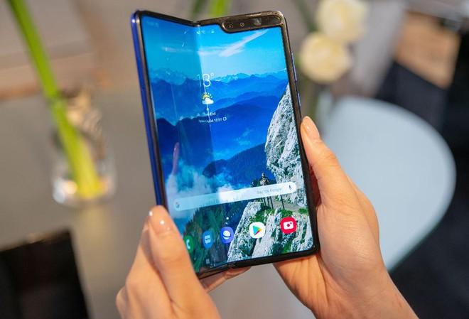 Galaxy Z Fold 2 giá 50 triệu vẫn bán hết 1000 máy ở Việt Nam, Samsung đã tìm ra cách khắc chế Apple? - Ảnh 2.