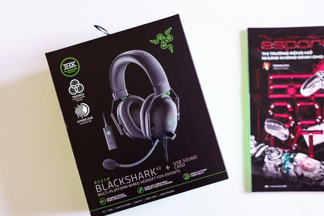 Mở hộp và trải nghiệm nhanh bộ đôi tai nghe Razer BlackShark V2 series: Có cả soundcard đi kèm, driver TriForce Titanium 50mm, dáng vẻ hơi đô con nên không tiện mang đi muôn nơi - Ảnh 1.