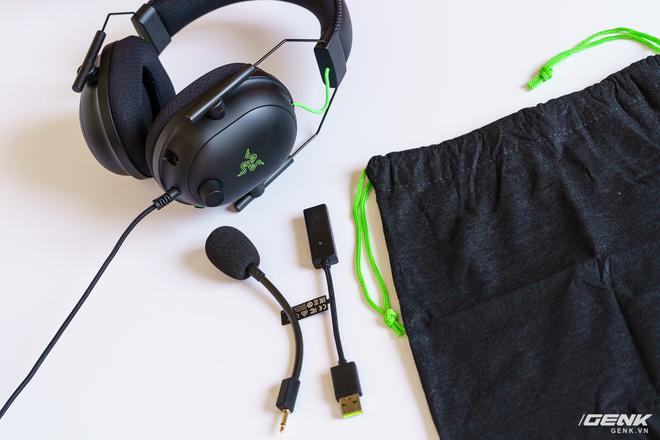 Mở hộp và trải nghiệm nhanh bộ đôi tai nghe Razer BlackShark V2 series: Có cả soundcard đi kèm, driver TriForce Titanium 50mm, dáng vẻ hơi đô con nên không tiện mang đi muôn nơi - Ảnh 2.