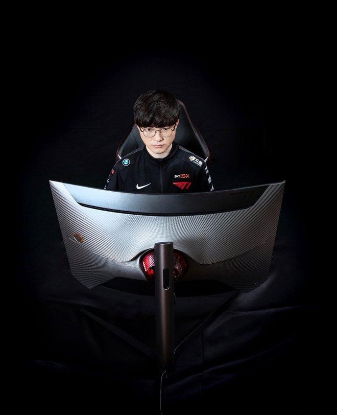 Samsung ra mắt màn hình gaming dành cho fan của Faker, giá từ 17 triệu đồng - Ảnh 1.