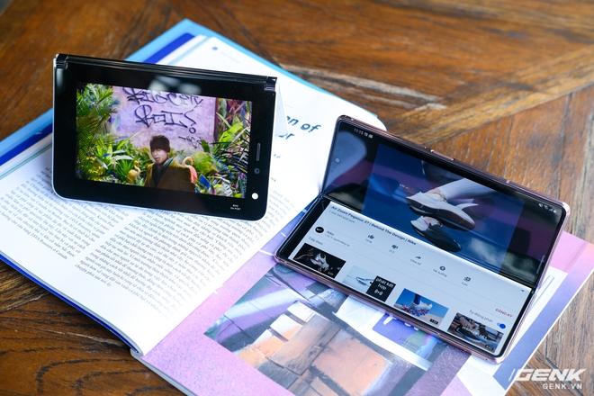 Samsung Galaxy Z Fold2 vs. Microsoft Surface Duo: Cuộc chiến giữa hai gã smartphone dị biệt - Ảnh 1.