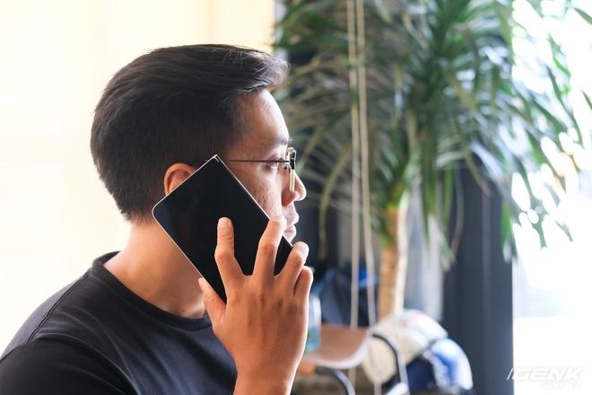 Samsung Galaxy Z Fold2 vs. Microsoft Surface Duo: Cuộc chiến giữa hai gã smartphone dị biệt - Ảnh 9.