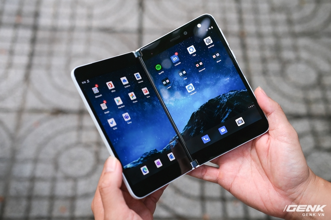 Samsung Galaxy Z Fold2 vs. Microsoft Surface Duo: Cuộc chiến giữa hai gã smartphone dị biệt - Ảnh 6.