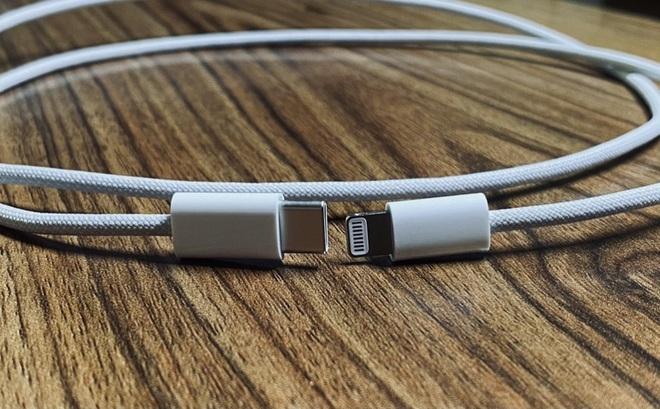 iPhone 12 lộ ảnh dây sạc bện chắc chắn - Ảnh 1.