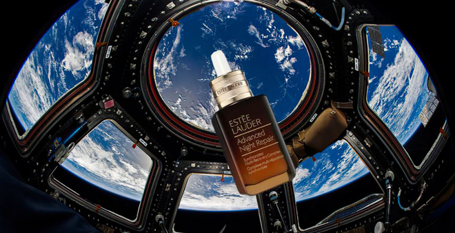 Hãng mỹ phẩm Estee Lauder chi 3 tỷ Đồng để chụp ảnh quảng cáo trên Vũ trụ với sự hợp tác của NASA - Ảnh 1.