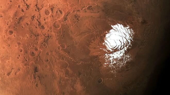 Phát hiện ra nhiều hồ nước muối ngầm ở cực nam Sao Hỏa - Ảnh 1.