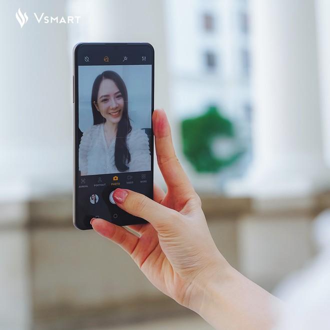 Ảnh selfie chụp bằng smartphone Vsmart với camera ẩn dưới màn hình - Ảnh 3.