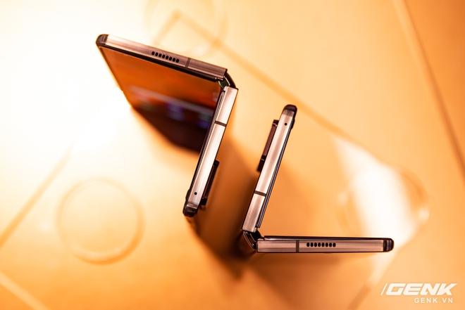 Trên tay Samsung Galaxy Z Fold2: Màn hình tràn viền cả trong lẫn ngoài, cơ chế gập thoải mái hơn, giá 50 triệu đồng - Ảnh 2.