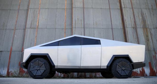 Chờ Cybertruck quá lâu, một fan Tesla người Bosnia tự chế bản sao như thật - Ảnh 5.