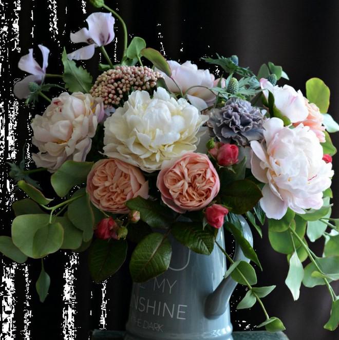 Nhìn những bông hoa mềm mại như thật thế này, bạn sẽ không thể ngờ chất liệu tạo nên chúng là gì đâu! - Ảnh 3.