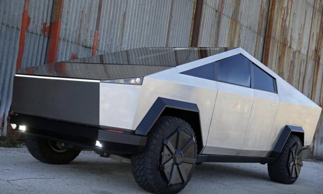 Chờ Cybertruck quá lâu, một fan Tesla người Bosnia tự chế bản sao như thật - Ảnh 1.