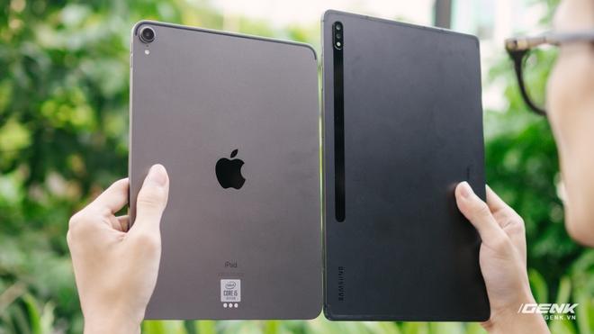So sánh nhanh Galaxy Tab S7+ với iPad Pro: Máy tính bảng Android đã thực sự bắt kịp được iPad? - Ảnh 1.