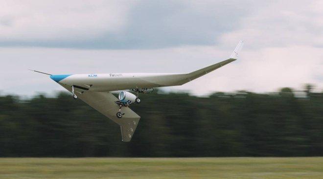 Chiếc máy bay chở khách độc dị hình chữ V này vừa cất cánh thành công lần đầu tiên - Ảnh 2.