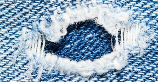 Mỗi lần giặt quần jean bạn đang thải vào môi trường 56.000 vi sợi vải, và chúng có thể trôi tới tận Bắc Cực - Ảnh 1.