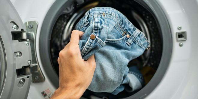 Mỗi lần giặt quần jean bạn đang thải vào môi trường 56.000 vi sợi vải, và chúng có thể trôi tới tận Bắc Cực - Ảnh 3.