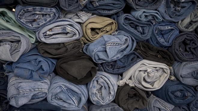 Mỗi lần giặt quần jean bạn đang thải vào môi trường 56.000 vi sợi vải, và chúng có thể trôi tới tận Bắc Cực - Ảnh 5.