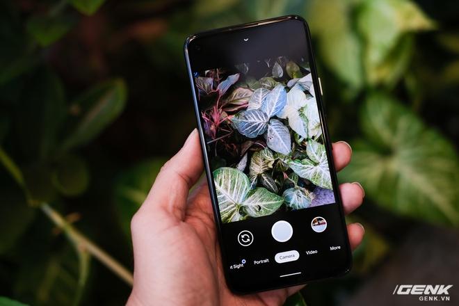 Trên tay Google Pixel 4a: Gọn nhẹ, chỉ 1 camera sau, sản xuất tại Việt Nam, giá gần 10 triệu đồng - Ảnh 13.