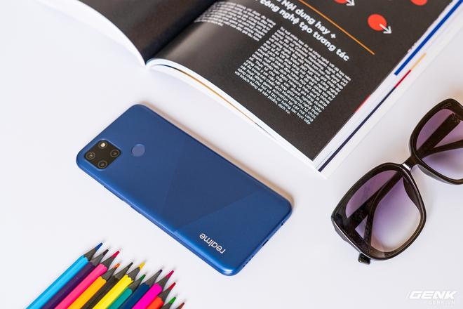 Đánh giá Realme C12: ngoài pin 6.000 mAh có còn gì khác hấp dẫn? - Ảnh 1.