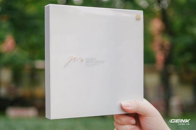 Trên tay Xiaomi Mi 11 phiên bản đặc biệt có chữ ký của CEO Lei Jun, giá 20 triệu đồng - Ảnh 1.