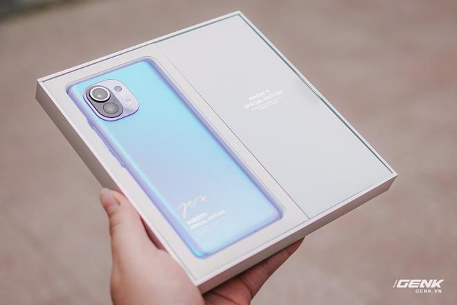 Trên tay Xiaomi Mi 11 phiên bản đặc biệt có chữ ký của CEO Lei Jun, giá 20 triệu đồng - Ảnh 2.