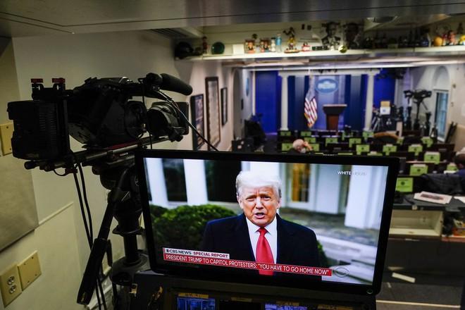 YouTube xóa video của Tổng thống Donald Trump và cấm đăng video mới - Ảnh 1.