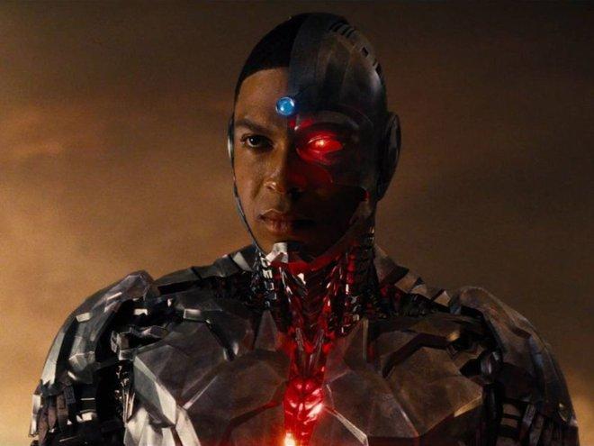 """Công khai đối đầu với chủ tịch DC Films, """"Cyborg"""" Ray Fisher bị gạch tên khỏi dự án The Flash - Ảnh 2."""
