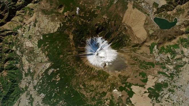 Hình ảnh vệ tinh mới nhất cho thấy một thực trạng đáng buồn đang xảy ra trên núi Phú Sĩ - Ảnh 3.