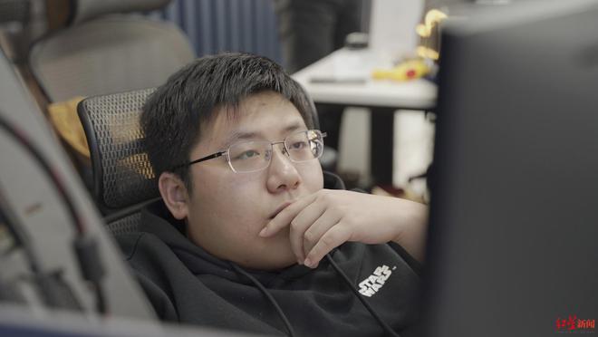 Tự học lập trình trong quán game, thanh niên này đã trở thành thần tượng của giới trẻ Trung Quốc - Ảnh 1.