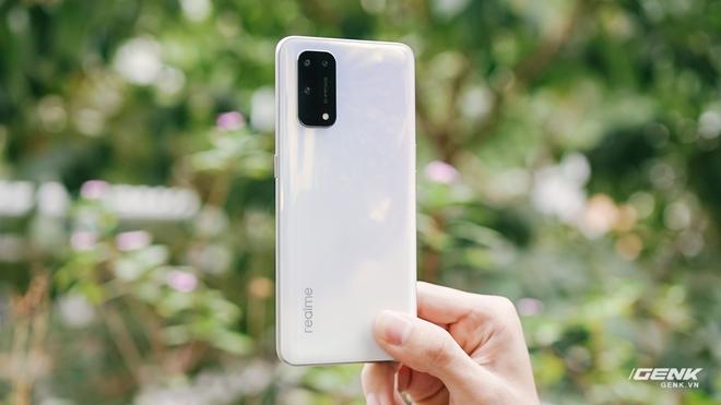 Đánh giá Realme X7 Pro: Smartphone tốt nhất phân khúc giá 8 triệu, nhưng...? - Ảnh 1.