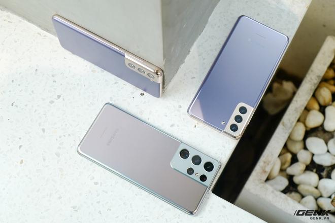 Mở hộp bộ ba Galaxy S21: Từ hộp đến máy mọi thứ đều mỏng gọn, S21 Ultra có màu Bạc Ngẫu Hứng rất đẹp - Ảnh 10.
