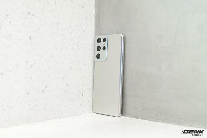 Mở hộp bộ ba Galaxy S21: Từ hộp đến máy mọi thứ đều mỏng gọn, S21 Ultra có màu Bạc Ngẫu Hứng rất đẹp - Ảnh 5.