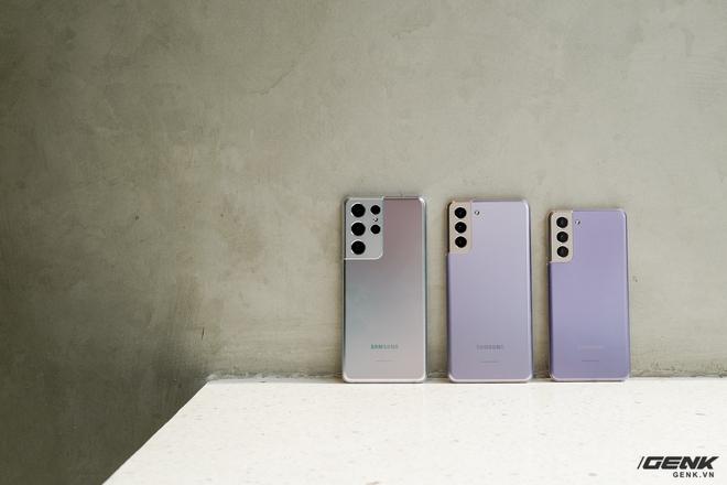 Mở hộp bộ ba Galaxy S21: Từ hộp đến máy mọi thứ đều mỏng gọn, S21 Ultra có màu Bạc Ngẫu Hứng rất đẹp - Ảnh 7.