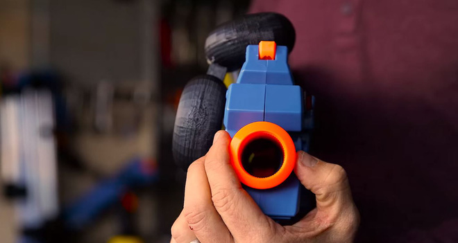 YouTuber chế lại khẩu nerf gun để bắn đạn bay theo đường cong mượt chẳng khác gì trong bom tấn Wanted - Ảnh 2.