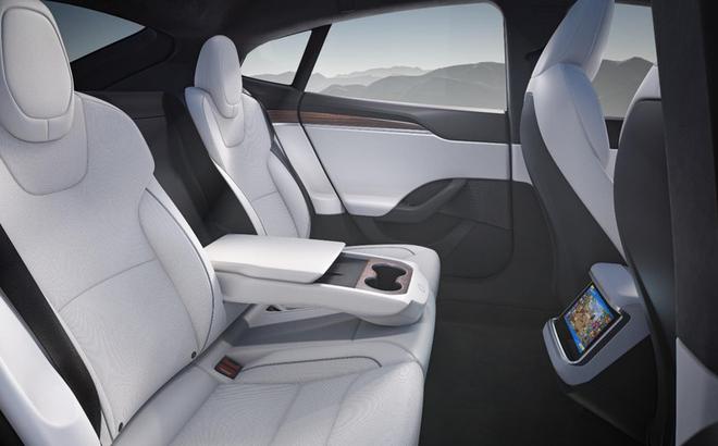 Tesla ra mắt phiên bản Model S mới: Là xe có khả năng tăng tốc nhanh nhất thế giới, nội thất của tương lai, có thể chơi được cả game The Witcher 3 - Ảnh 3.