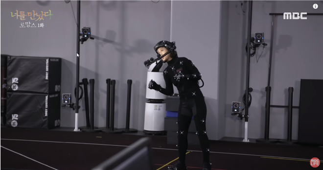 Xúc động cảnh người chồng gặp lại vợ đã mất nhờ công nghệ VR: Em không còn đau đớn nữa chứ? - Ảnh 3.