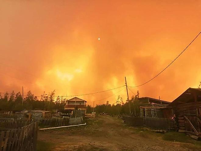 Những ngọn lửa thây ma đang bốc cháy ở nơi nhiệt độ -50 độ C từ hè năm ngoái đến nay vẫn chưa tắt - Ảnh 3.
