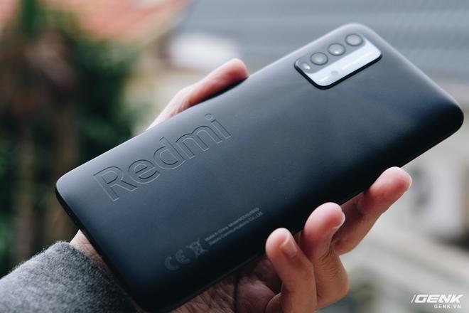 Trên tay Xiaomi Redmi 9T: Smartphone giá rẻ với pin khủng - Ảnh 1.
