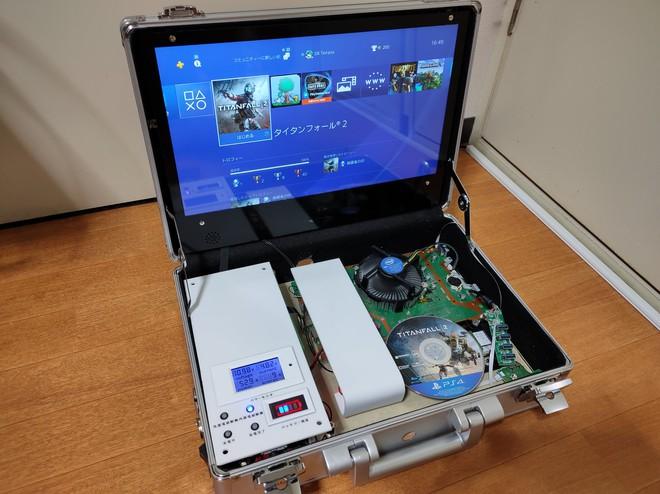 Đây là chiếc PS4 tự chế, được thiết kế gọn gàng trong vali, đi đâu cũng có thể chiến game ngon lành - Ảnh 1.