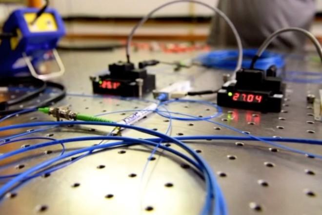 Xác lập kỷ lục mới về dịch chuyển lượng tử, đặt nền móng cho mạng Internet lượng tử trong tương lai - Ảnh 1.