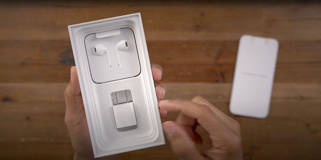 Chiếc hộp iPhone bỗng dưng trở thành chủ đề tranh cãi của cộng đồng mạng thế giới - Ảnh 1.