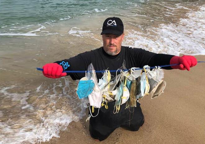 Hơn 1,5 tỷ chiếc khẩu trang y tế đã bị vứt xuống biển từ đầu đại dịch COVID-19, và chúng cần 450 năm nữa mới có thể phân hủy - Ảnh 1.