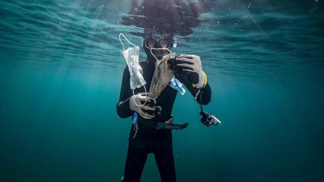 Hơn 1,5 tỷ chiếc khẩu trang y tế đã bị vứt xuống biển từ đầu đại dịch COVID-19, và chúng cần 450 năm nữa mới có thể phân hủy - Ảnh 5.