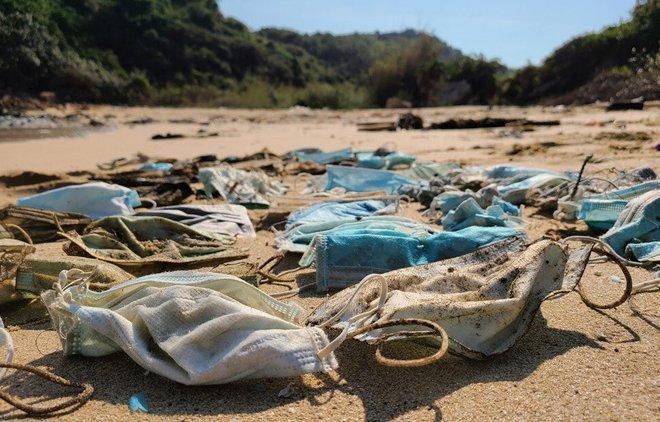 Hơn 1,5 tỷ chiếc khẩu trang y tế đã bị vứt xuống biển từ đầu đại dịch COVID-19, và chúng cần 450 năm nữa mới có thể phân hủy - Ảnh 2.