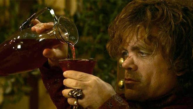 Game of Thrones: Nhà văn Martin từng định cho Quỷ lùn Tyrion hạ sát Robb và Cately Stark, thiêu rụi Winterfell, vướng vào tình tay ba với Arya và Jon Snow - Ảnh 1.