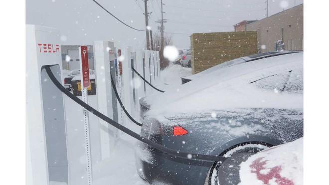 Nỗi khổ của xe điện trong mùa đông: Thời lượng pin là ẩn số, không dám bật máy sưởi hay điều hòa - Ảnh 2.