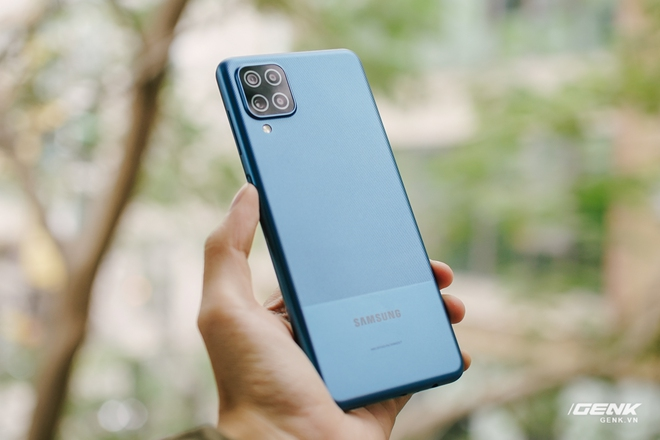 Trên tay Galaxy A12: Thiết kế trẻ trung, cụm 4 camera 48MP chất lượng, pin 5000mAh, giá chưa tới 4 triệu - Ảnh 3.
